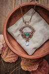 Wire Pendant Throne for Queen