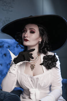 Vampire Lady Alcina Dimitrescu