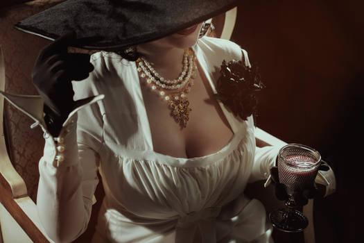 Lady Alcina Dimitrescu