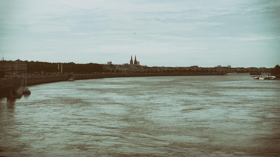 Garonne by Momez