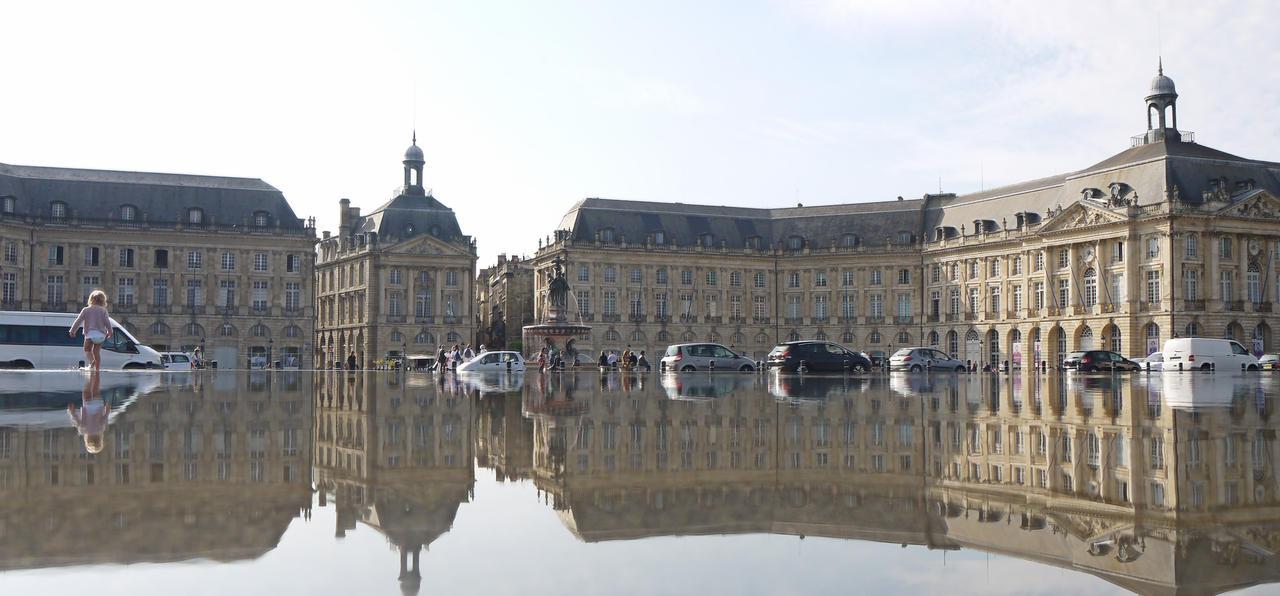 Place de la Bourse by Momez