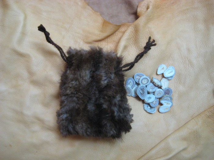 Runes and fur pouch by lupagreenwolf