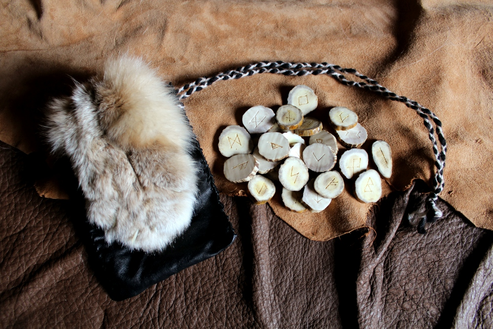 Custom moose antler rune set by lupagreenwolf