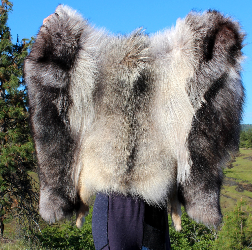 just_the_wolf_cloak_2_by_lupagreenwolf-d