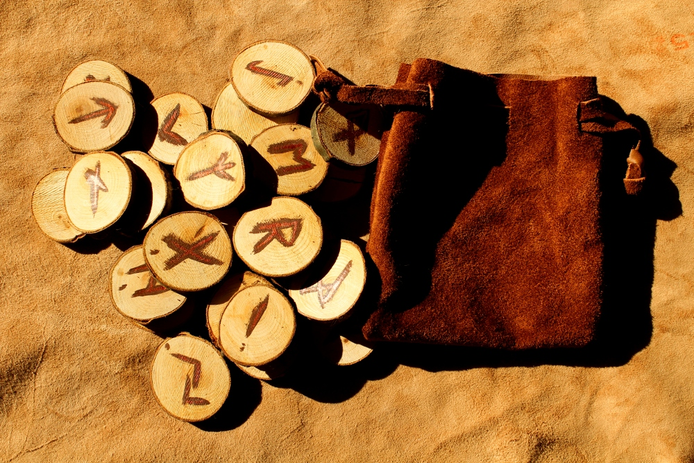 Cherry wood rune set + leather pouch by lupagreenwolf