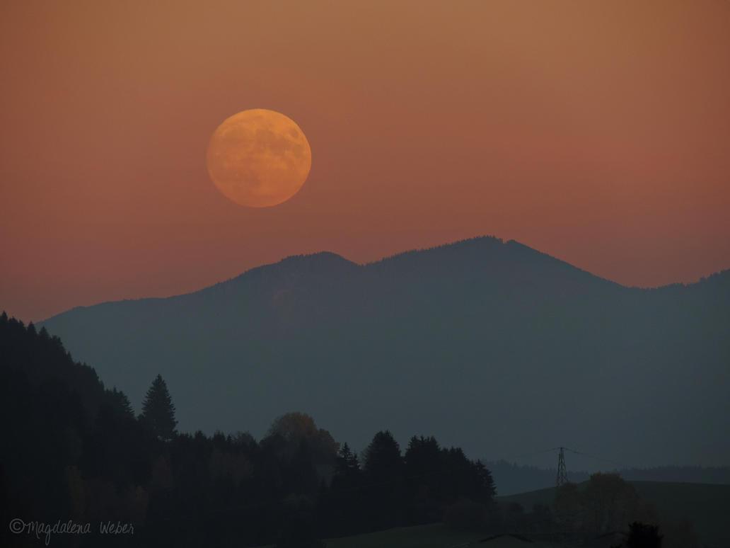 Mondaufgang by Caledonia87