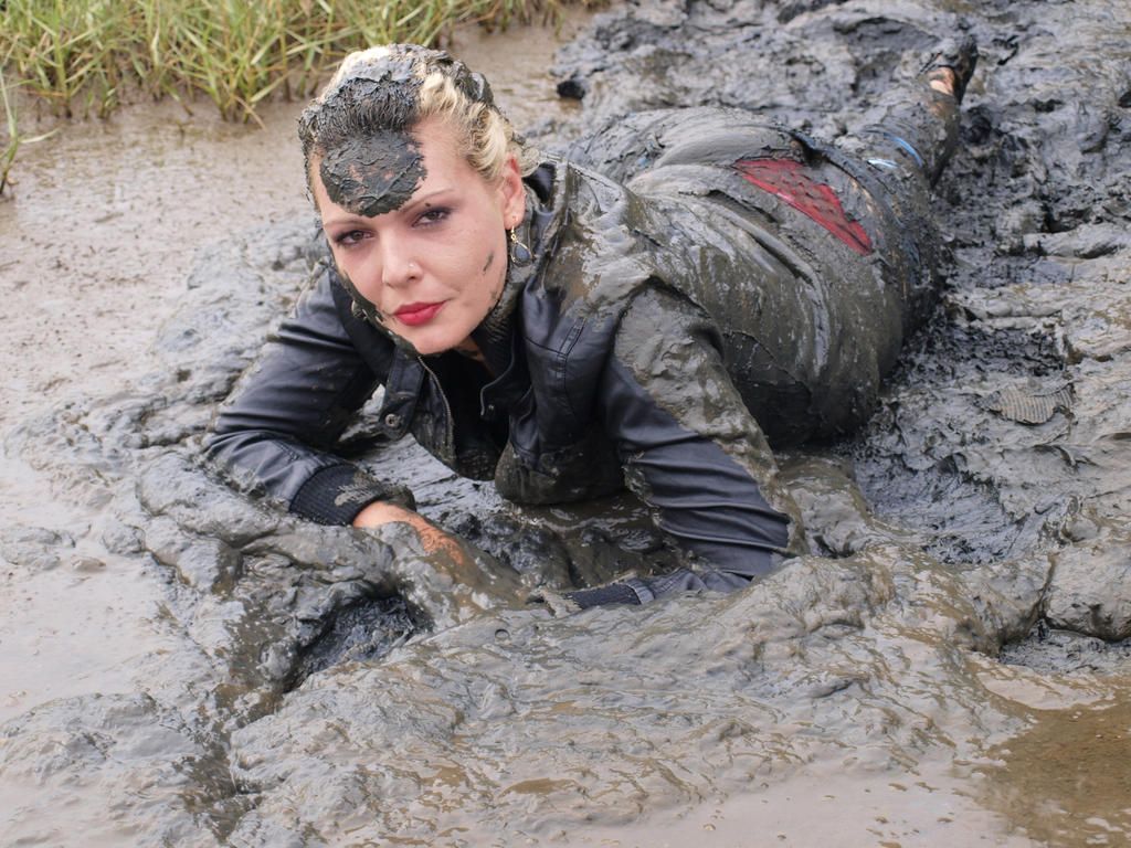 Image Gallery Mud Crawl