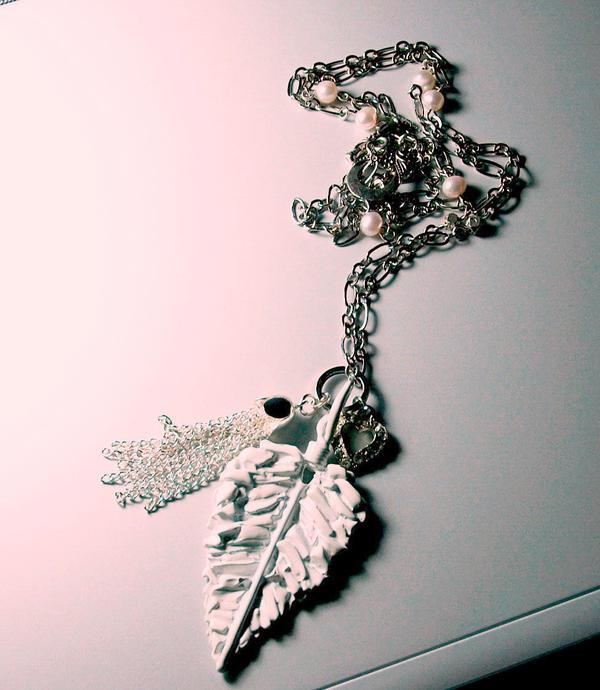 leaf pendant necklace by meganhor