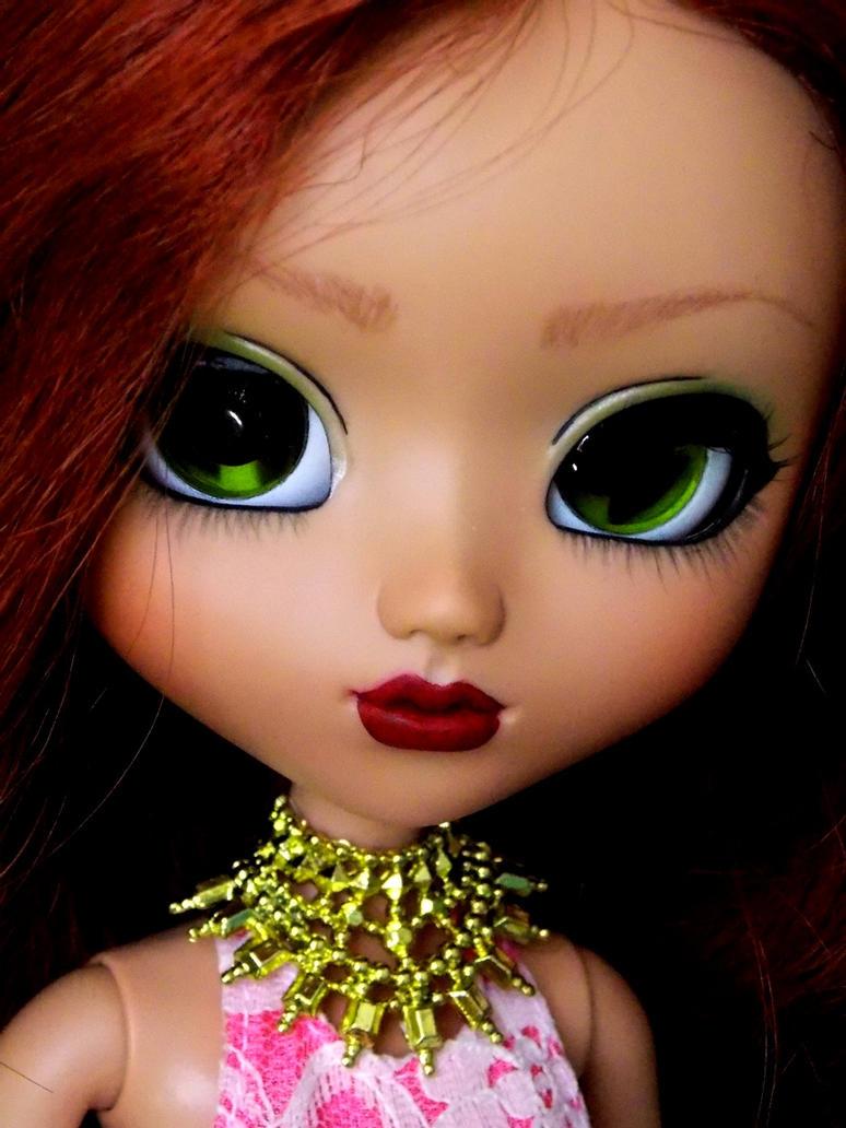Rihanna by nmeneghel