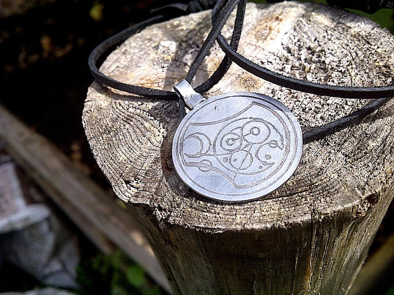 Gallifreyan! Doctor Who metal pendant by gumex