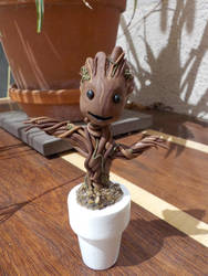 I am baby Groot by kenshin-chan64