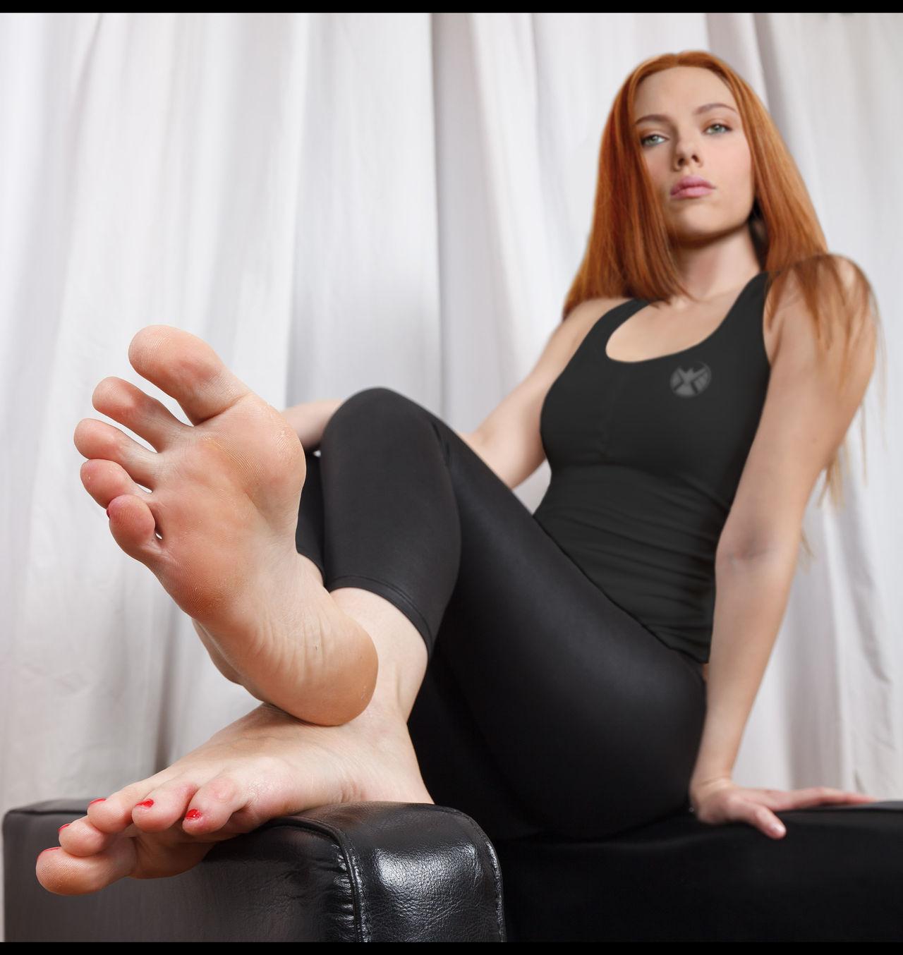 scarlett johansson toes