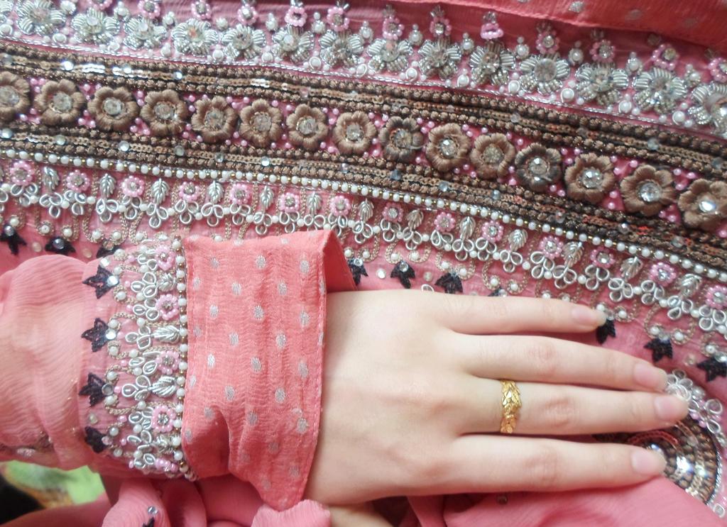 Beautiful Hands DP by DearKhan on DeviantArt