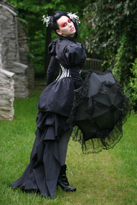 http://fc04.deviantart.net/fs43/f/2009/072/f/c/Neo_Victorian_Gothic_by_laurna.jpg