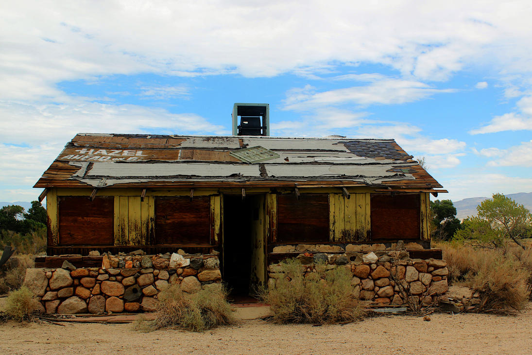 Abandoned saloon in Olancha