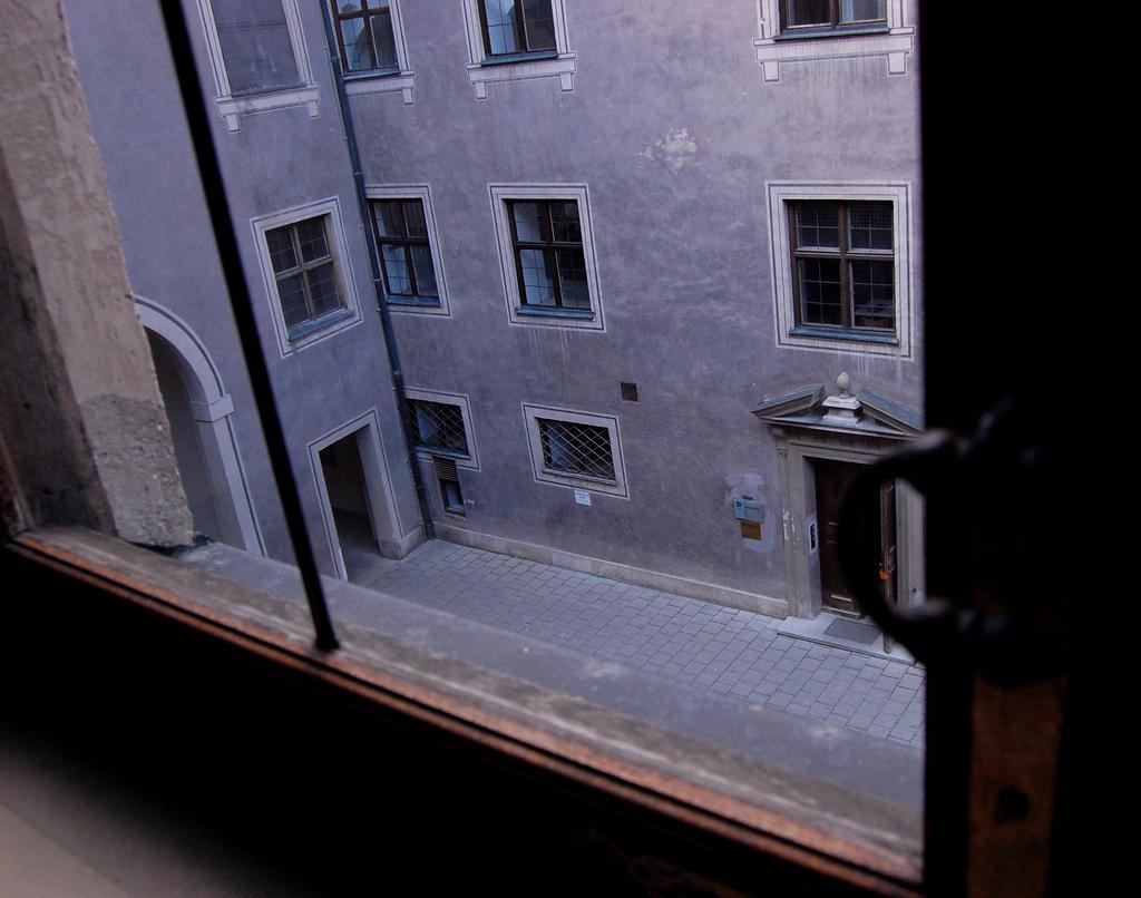 Das fenster zum hof by diefotologen on deviantart for Fenster zum hof