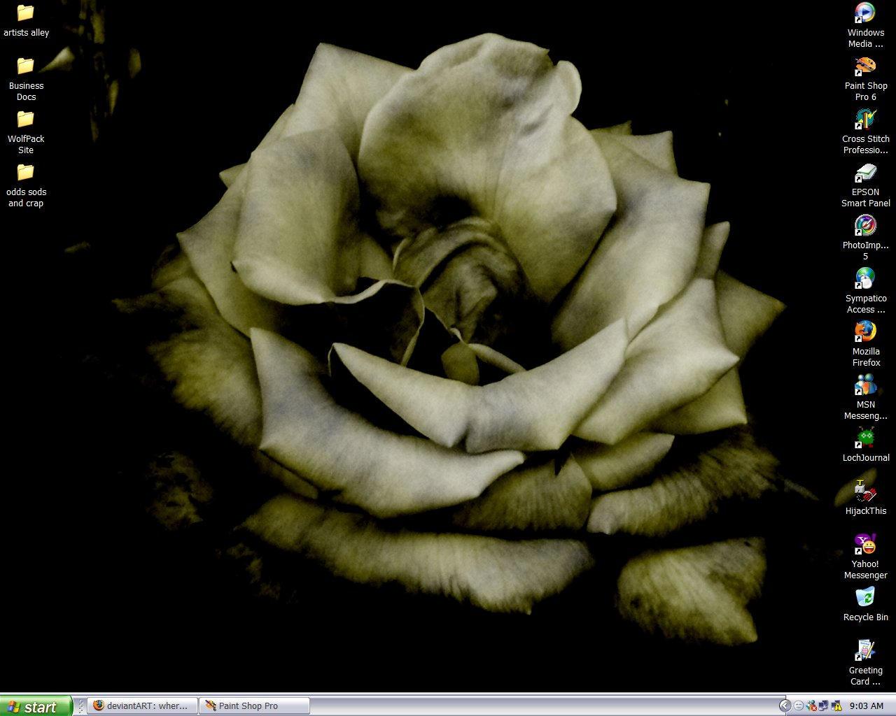 November 2005 Desktop by RaNuit