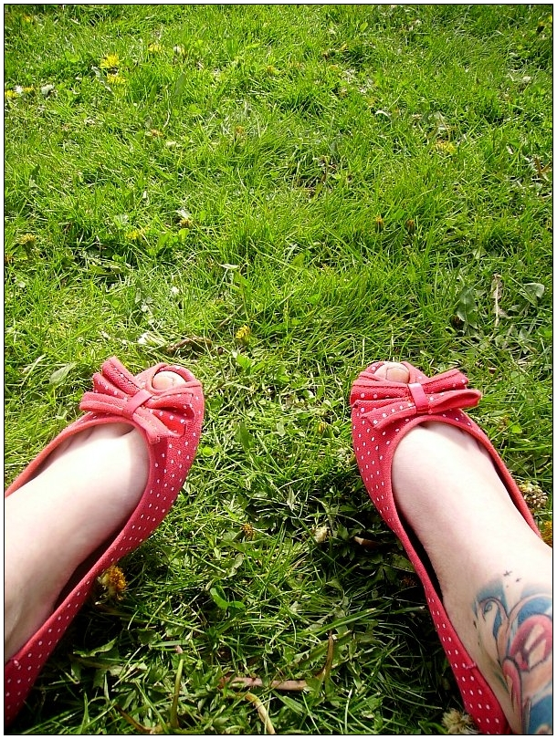lazy and grassy. by cherrysuicide