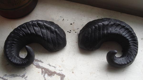 Ram horn cast barrette black by missmonster