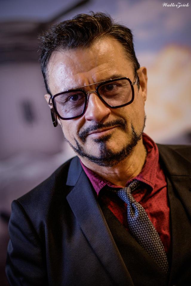 Tony Stark (Robert Downey Jr.) Tony_stark_by_deltacode_ddjqh0k-fullview.jpg?token=eyJ0eXAiOiJKV1QiLCJhbGciOiJIUzI1NiJ9.eyJzdWIiOiJ1cm46YXBwOjdlMGQxODg5ODIyNjQzNzNhNWYwZDQxNWVhMGQyNmUwIiwiaXNzIjoidXJuOmFwcDo3ZTBkMTg4OTgyMjY0MzczYTVmMGQ0MTVlYTBkMjZlMCIsIm9iaiI6W1t7ImhlaWdodCI6Ijw9MTkyMCIsInBhdGgiOiJcL2ZcLzZmMDI4YWU3LWQ2NWItNDI1MC1hNjM3LWI2ZWJjOWVlYWM3Y1wvZGRqcWgway1mOWI3ZWMwMi0wMDQ1LTQ3OGUtOTZlYS04NDY1YmNmZDY5OGIuanBnIiwid2lkdGgiOiI8PTEyODAifV1dLCJhdWQiOlsidXJuOnNlcnZpY2U6aW1hZ2Uub3BlcmF0aW9ucyJdfQ