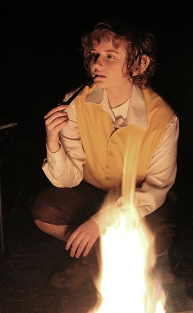 firelight. by xHee-Heex