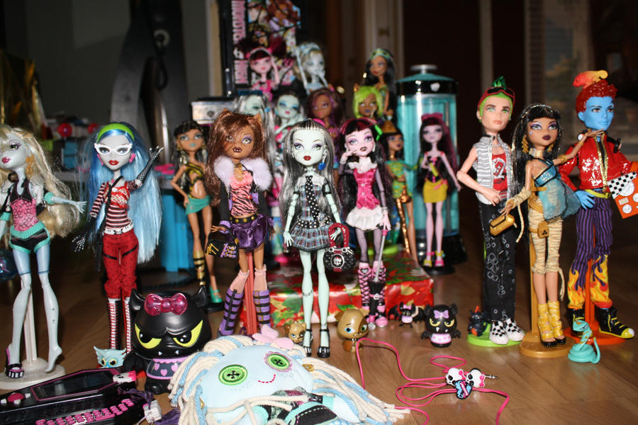 Monster high dolls by JustWestOfWeird