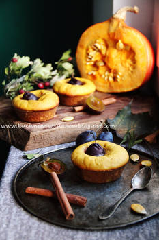 Pumpkin muffins with plums