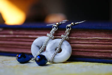 Handmade howlite jewelry set with blue beads