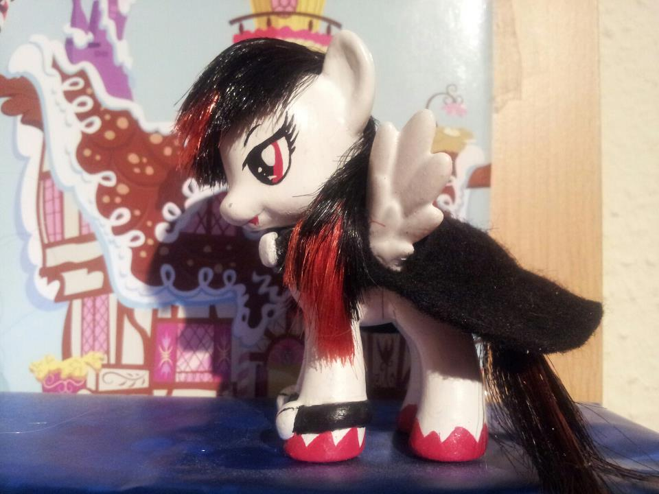 Brushable OC Ponysona  - Shadow Vampire by CelestPapermoon