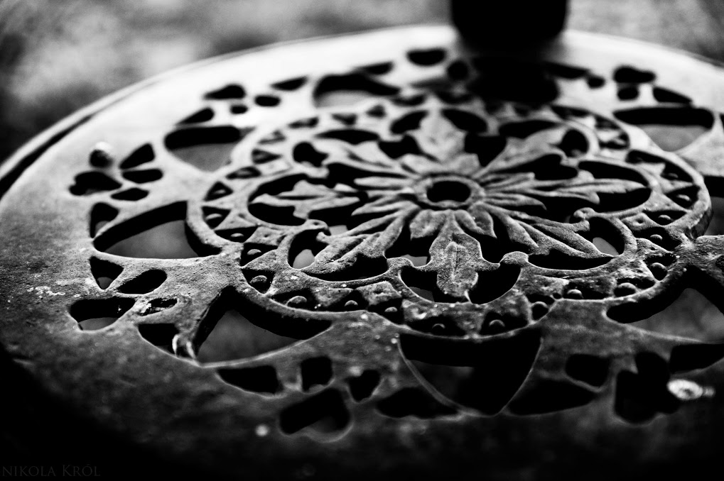 garden table by Neferetre
