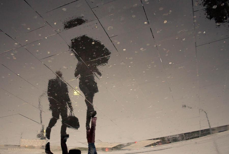 Kiša će.......... Walking_on_the_rain_by_drifterManifesto