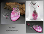 Heuldys- wire wrapped pendant