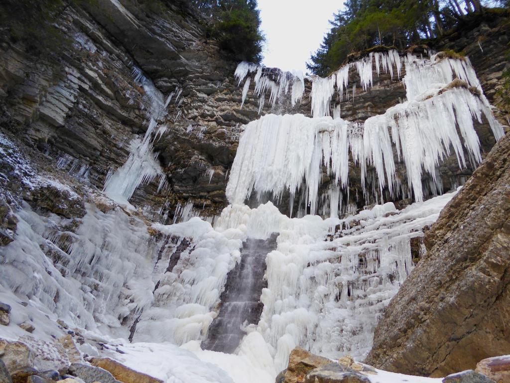 Frosty waterfall by BK-81