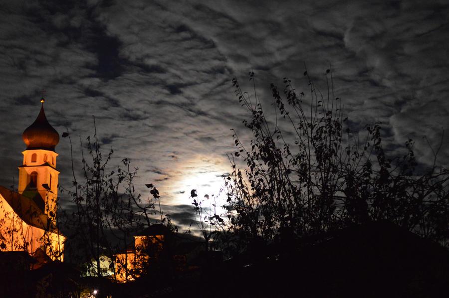 Lunar Halo by BK-81