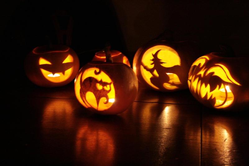 http://fc06.deviantart.net/fs39/i/2008/317/a/1/Halloween_Pumpkins_by_bartoszf.jpg