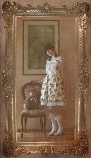 http://fc00.deviantart.net/fs26/f/2008/078/6/7/Classic_Lolita_by_VeneaGlorthiel.jpg