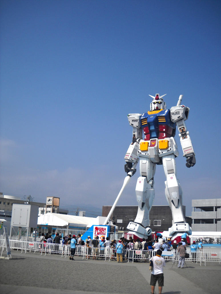 Gundam statue in Shizuoka by MushroomRaccoon