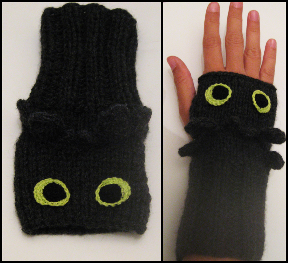 Toothless Wrist Warmers by Hope555 on DeviantArt