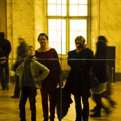 la famille au Louvre by CharlesBrunet