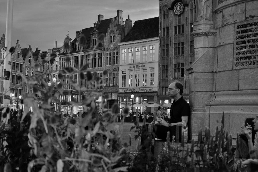 A tourist in Brugges. by ManonMorel