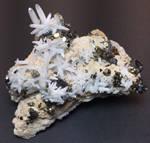 Quartz, sphalerite, and pyrite cluster-reshoot