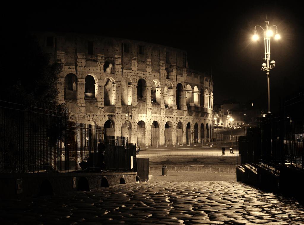 Colosseum by El-Amigo-Chico