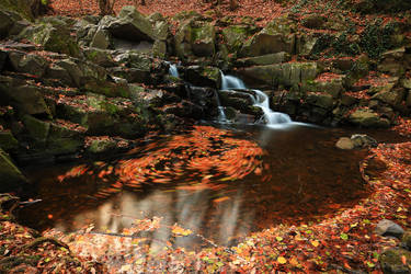 Whirlpool in the Fall by HoremWeb