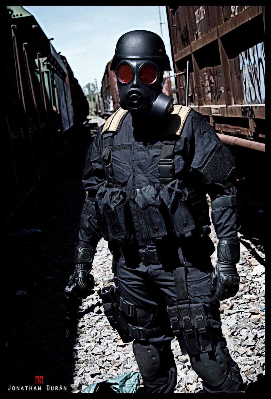 Resident Evil Hunk Cosplay 3 by yandrak775
