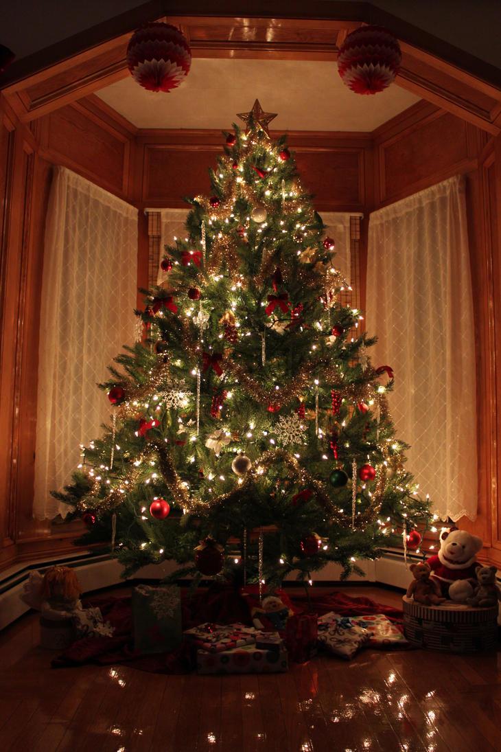 Christmas tree by malaladanila