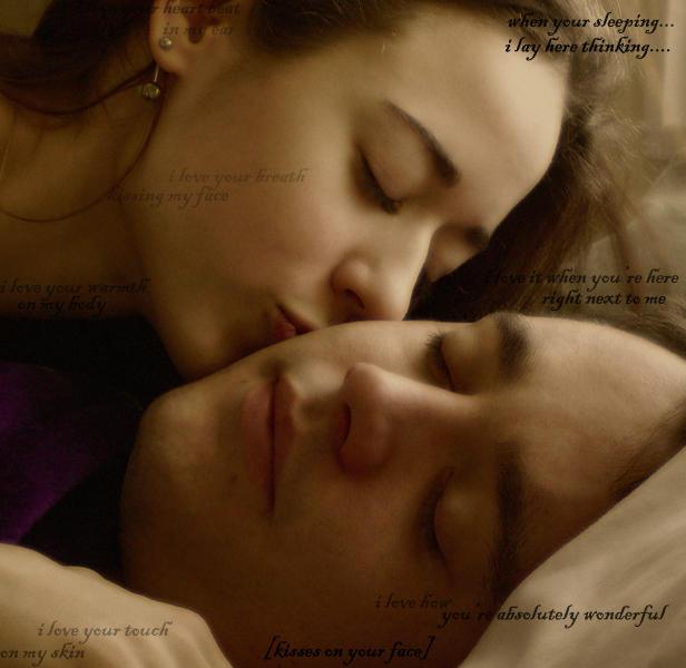 Ты спишь а я целую.твои губы