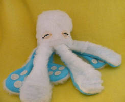 Mini Arctic Monstroctopus by loveandasandwich