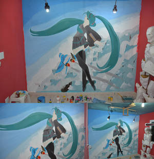 Hatsune Miku Real scale wall paint