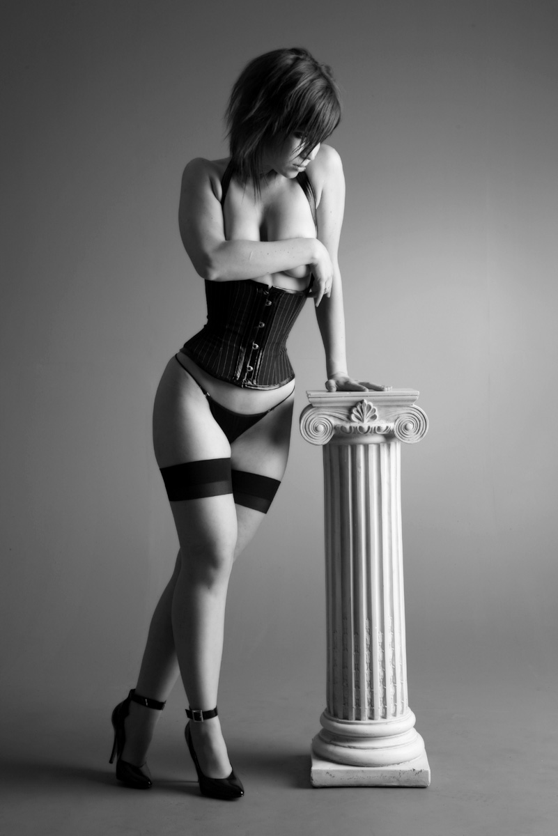 Девушки в корсетах должны быть с большими попками и сиськами