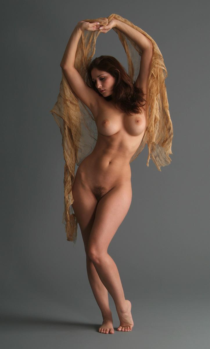 Фигуристая голая женщина 11